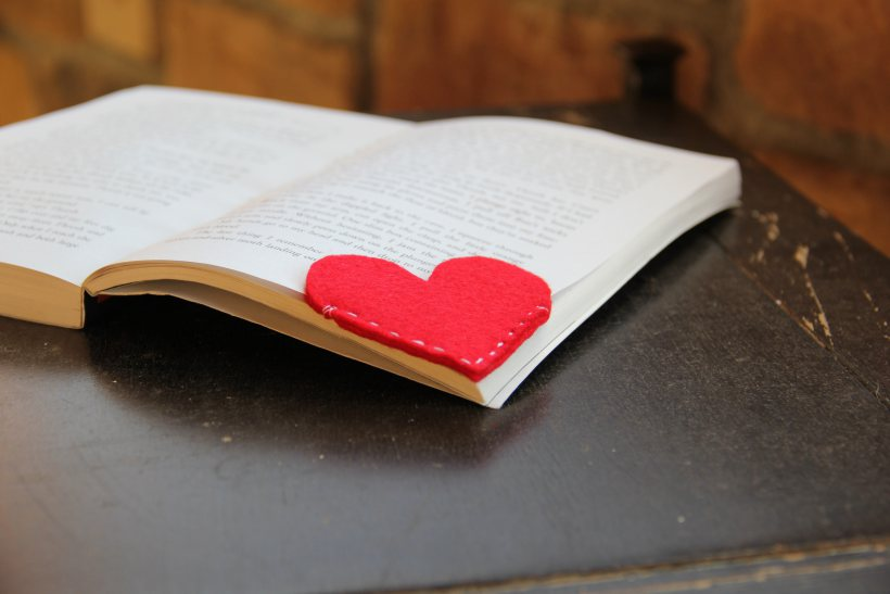 DIy Felt Heart Bookmark