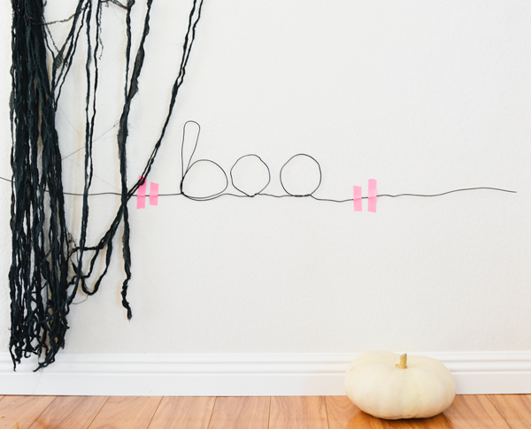 Wire sign for halloween
