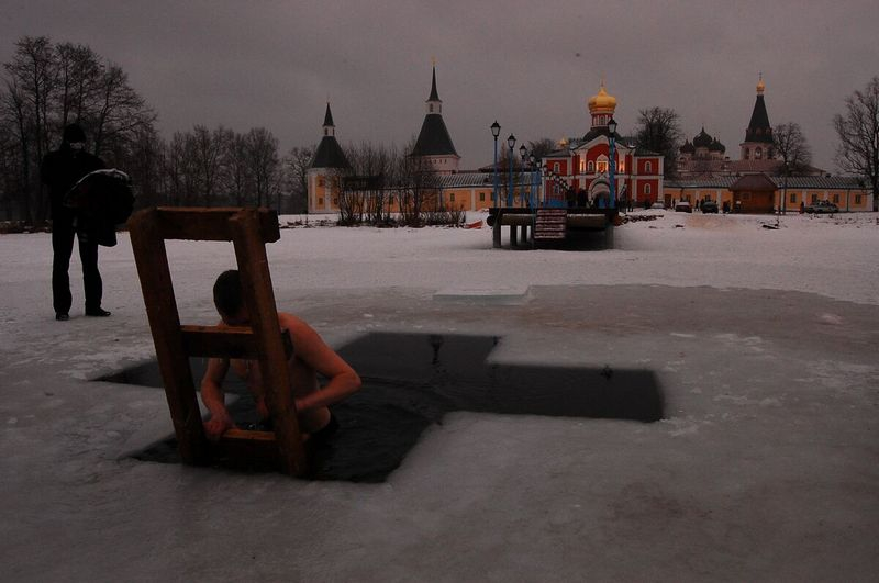 В ночь с 18 на 19 января православный мир отметил крещение господне